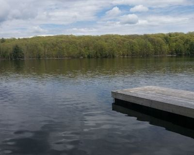 COZY PRIVATE COTTAGE WITH BOAT LAUNCH, ON BEAUTIFUL BOBS LAKE ON. - Central Frontenac