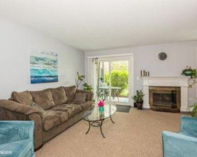 39 Foxcroft Rd #107, Naperville, IL 60565 2 Bedroom Apartment