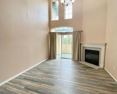Beautiful Tri level condo 2 bedroom + 2 bath + loft Near to USC + UCLA
