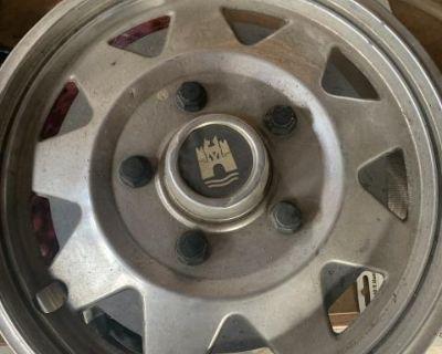 "4 Wolgfburg Wheel Covers - 14"" Steel Rims"