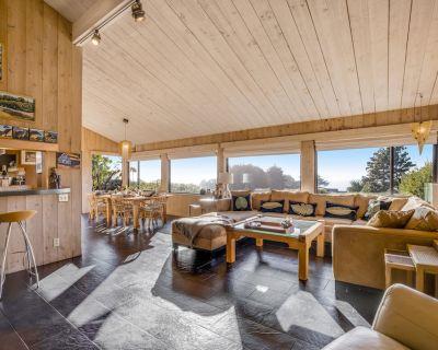 Gorgeous Esherick home w/ ocean views, hot tub & trail to Black Point Beach! - Sea Ranch