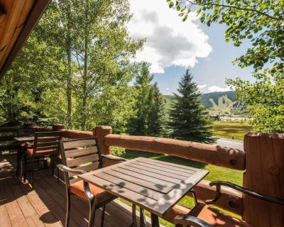 Great For Families 2 Decks, Outdoor Grill & Private Hot Tub, Nintendo Wii, Walk to Lake, Keyless - Park City