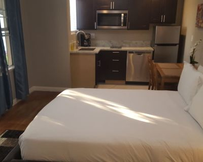 Fully remodeled guest house with patio and kitchen - Mid-Wilshire