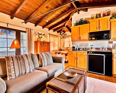 20% OFF AUG! Stunning Historic Studio Home, Walk to Beach, Pier + Dining - San Clemente