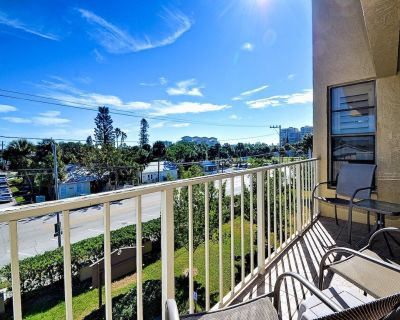 Villas of Clearwater Beach 8B Spacious Beach Condo - Clearwater Beach