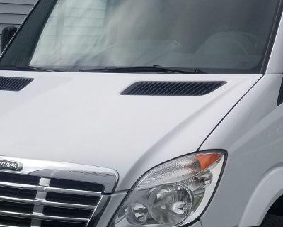 2010 Freightliner Sprinter Motovan