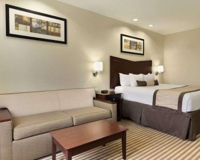 2 Connecting Suites with 3 beds at a Full Service Hotel by Suiteness - Victoria County
