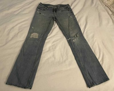 American Eagle Outfitters 77 Straight distressed light blue jeans, size 4