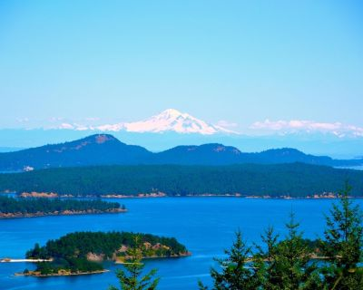 Exceptional Views of Gulf Islands, Active Pass and impresive Mount Baker Glacier - Salt Spring Island
