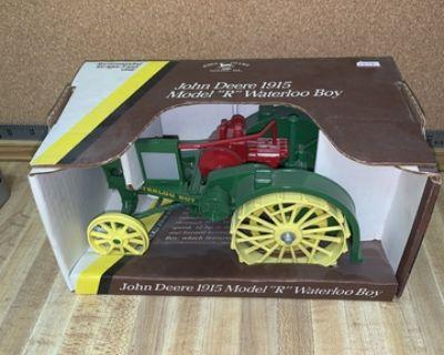 John Deere 1915 model R Waterloo boy toy tractor