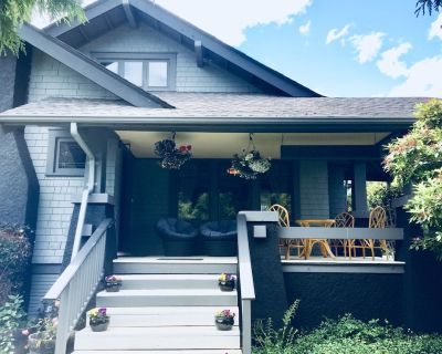 Historic Home in Sidney. Classic Charm Modern Appeal, Hot Tub *LONG TERM AVAIL* - Booktown
