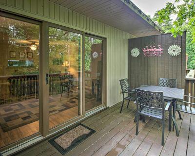 Cozy Retreat w/ Deck: 3 Mi to DeSoto Golf Course! - Hot Springs Village