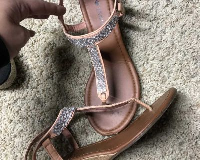 Vanity wedge sandals