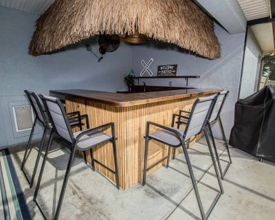 Newly Listed! Gorgeous Gilbert Getaway with Outdoor Tiki Hut & Gas Grill on 1.7 acre - Private! - Lakeland