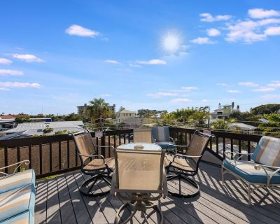 Rooftop Patio. WALK to everything. NEW POOL XLARGE SPA - Hills T P