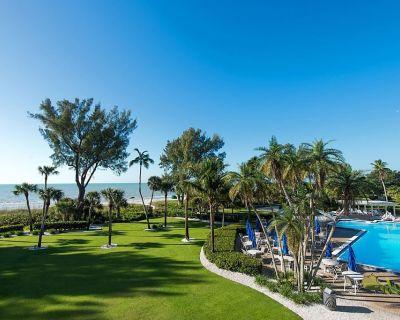 Beachfront 2BR Gulf View Casa Ybel Condo + Amenities (Friday-Friday Stays) - Sanibel