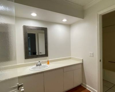 Private room with own bathroom - Los Angeles , CA 90025