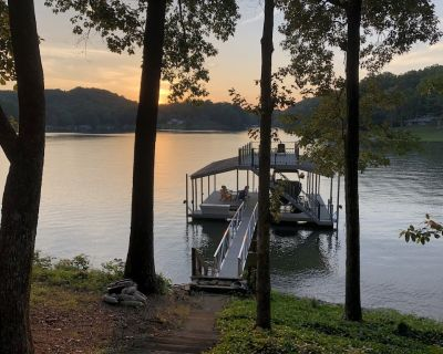 Cute cottage on Lake Lanier with dock and screened porch. NEW to rental market. - Dawsonville