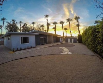 2 mi from Festivals, 2 Cozy King Beds, Wifi, Full Kitchen & Washer/Dryer! - Indio