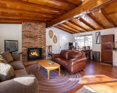 Vogel House / Adorable Moonridge Modern Single Level Retreat - Upper Moonridge