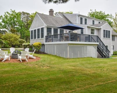 #917: Newly Updated, Expansive Deck, Large Private Yard, Firepit, Sunroom, Walk to the Beach! - Dennis