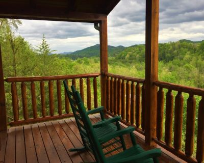 Awesome Mountain View, Theater Room, Arcade Game, Pool Table, 3 Baths, Hot Tub - Pigeon Forge