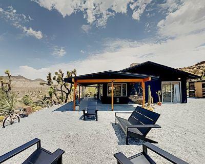 Desert Noir 2.5-Acre Paradise with Cowboy Pool & Hot Tub, Near Joshua Tree - Yucca Valley
