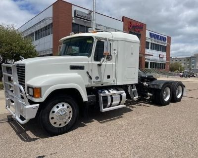 2016 MACK PINNACLE CHU613 Sleeper Trucks Heavy Duty