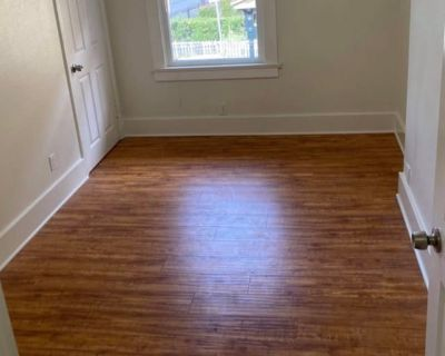 Private room with shared bathroom - Los Angeles , CA 90031