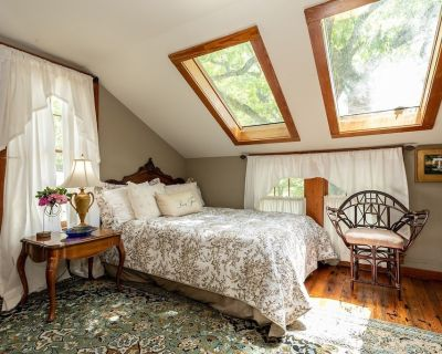Gillespie House- East Suite | Conveniently Located - Fredericksburg