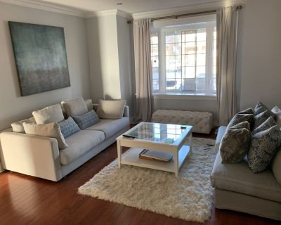 3 Bedroom Mid-town home w/ large grassed backyard, garden and patio - Saint Clair West Village