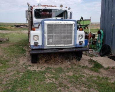 FOR SALE: 1979 IHC 4300 twin screw grain truck