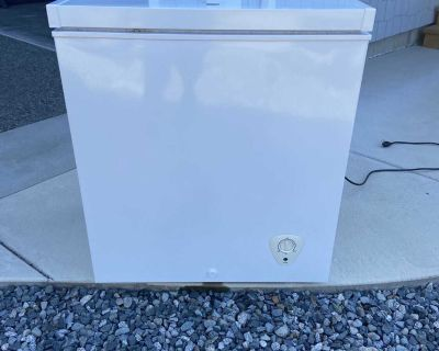 Kenmore 5 cubic ft chest freezer in white