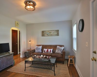 Peoria Heights Haven on the Trail- A Wooded Retreat Close to the Restaurants - Peoria