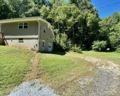 143 Luke Martin Ln #1, Hendersonville, NC 28739 2 Bedroom Apartment