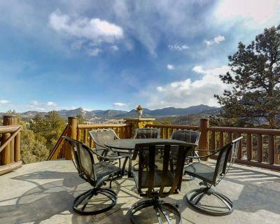 Spacious Custom Log Home W/mountain Views, Deck, Gas Fireplace, Free Wifi - Estes Park