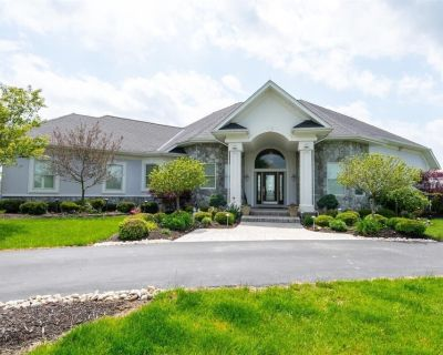 Executive home on acreage and on a golf course. - Middletown