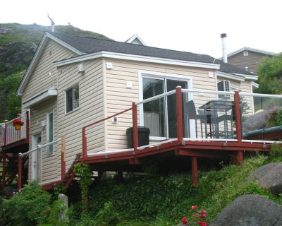 LUXURY APPOINTED COTTAGE VACATION RENTAL in the heart of Petty Harbour - Petty Harbour