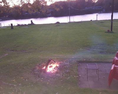 Peaceful Cottage Getaway Sleeps 6 on Scenic Rock River in Rockford Area - Machesney Park