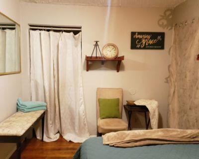 Bungalow Suite Priv 1 Double Bed /1 bath living room free park / Airport 10mins - Atlanta