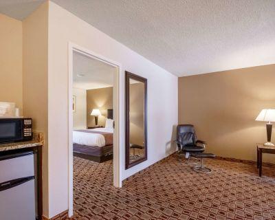Quality Suites Airport - Wichita