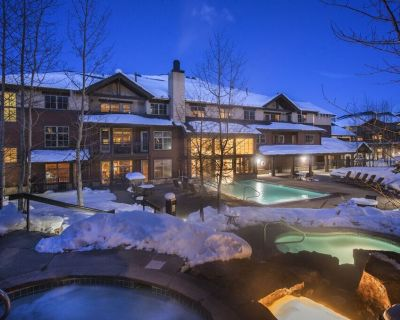 Ski-In/Ski-Out Snowflake Chairlift 4-Bedroom Grand Timber Lodge Suite +Amenities - Four O'Clock