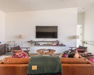 Mod-Rustic Remote Desert Home, Pioneertown, CA