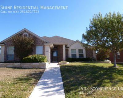 Single-family home Rental - 1903 Stonehenge Dr