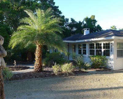 New Listing- 3 Bedroom House North End of Siesta Key - short walk to Shell Beach - Bay Isle