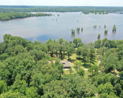 Newly Renovated Private Home on Caddo Lake - Mooringsport