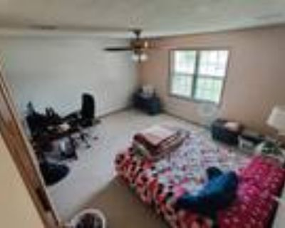 Roommate wanted to share 3 Bedroom 2 Bathroom Townhouse...