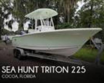 22 foot Sea Hunt Triton 225