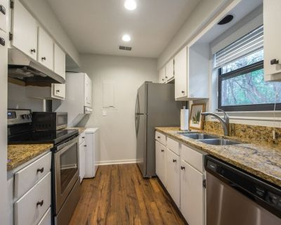Fully Remodeled! Sea Pines! Pets Welcome! 1 Bed / 1 Bath, Central Location - Sea Pines