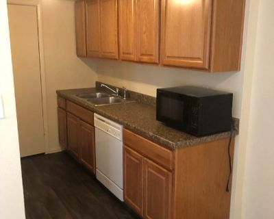 2 Bedroom Town Home off 35th Ave and Northern!